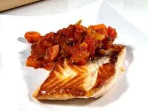 Prøv også Stekt laks med tomat- og ingefærsaus.