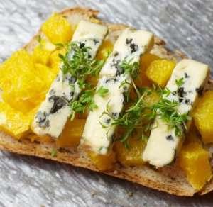 Prøv også VM-smørbrød med blåmuggost på appelsinseng.