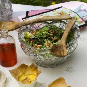 Prøv også Salat med valnøtter og bringebærvinaigrette.