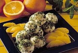 Yoghurt- og honningsorbet med appelsiner oppskrift.