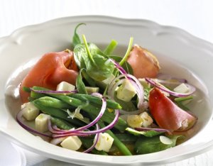 Prøv også Spinatsalat med skinke og fetaost.