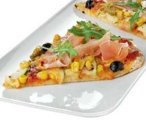 Fullkornspizza med oliven, serranoskinke og ruccolasalat oppskrift.
