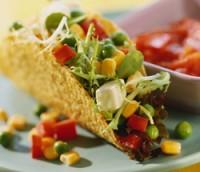 Meksikansk salat i taco med salsa oppskrift.
