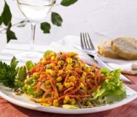Prøv også Gulrot-maissalat med honning og krydderurter.