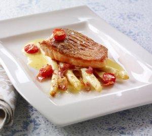 Prøv også Sprøstekt laks med asparges, sprø skinke og enkel smørsaus.