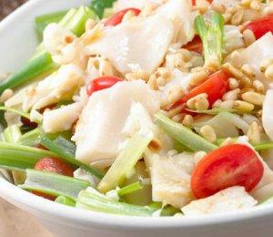 Prøv også Salat med tørrfisk og cherrytomater.