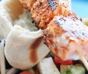 Prøv også Grillspyd med laks og gresk salat.