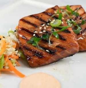 Prøv også Teriyakimarinert laks med kålsalat og chilimajones.