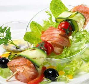Prøv også Laks på spyd med salat.