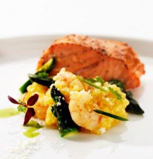 Prøv også Ovnsbakt laks og risotto med marinerte reker og asparges.