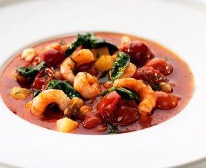 Prøv også Rekesuppe med spinat, kikerter og plommetomater.
