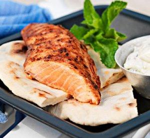 Prøv også Grillet tandoorilaks med raita og naanbrød.
