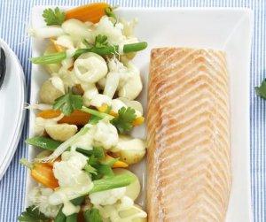 Prøv også Bakt laksefilet med potet- og grønnsaksalat.
