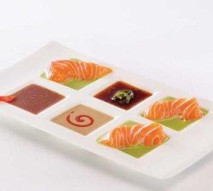 Prøv også Sashimi med to sauser.