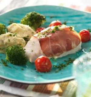 Ovnsbakt torsk og tomat med skinke oppskrift.
