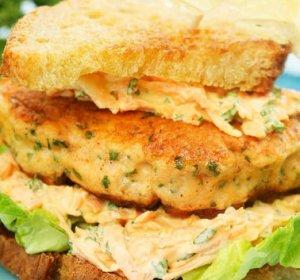 Prøv også Lakseburger med salat.