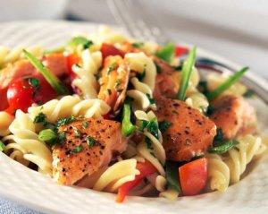 Prøv også Varmrøykt laks med pastasalat.
