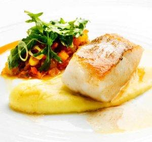 Prøv også Stekt torsk med potetaïoli og tomatsalsa.