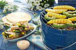 Fajitas med grillet mango og avokado oppskrift.