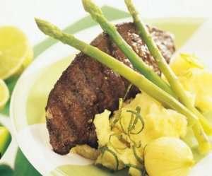 Grillet kalvelever med glasert løk og potetpuré med hvitløk oppskrift.