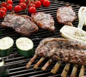 Les mer om Lammecarr� og lammekoteletter med rissalat hos oss.
