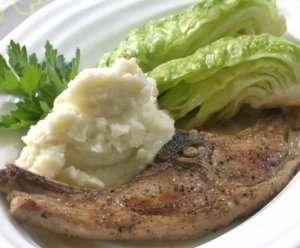 Pr�v ogs� Lammekoteletter med sellerirotpur� og savoyk�l.