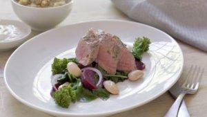 Prøv også Marinert lammefilet med smørstekte rødbeter og spinat.