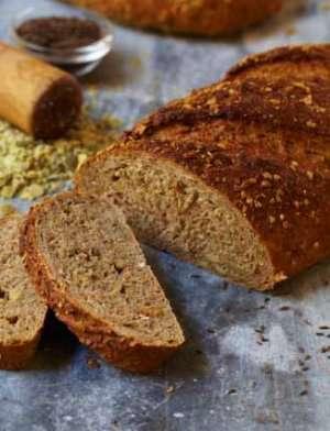 Grovt brød med gresskarkjerner, maltede hveteflak og karve oppskrift.