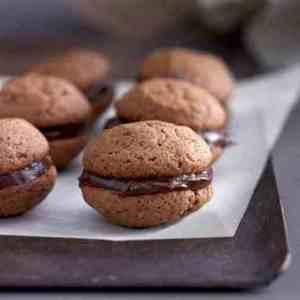 Prøv også Sjokolade whoopies med appelsinfyll.