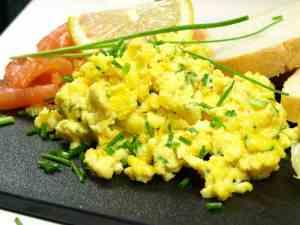 Dagens oppskrift er Røkelaks med eggerøre.