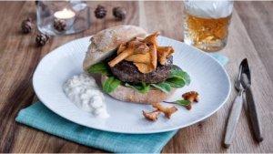 Prøv også Reinsdyrburger med kantareller og multedressing.