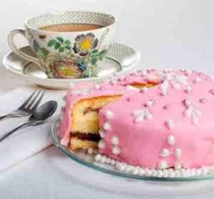 Prøv også Festkake med vaniljekrem og sjokolade.