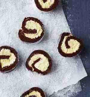 Prøv også Sjokoladerullekake med vaniljemousse.