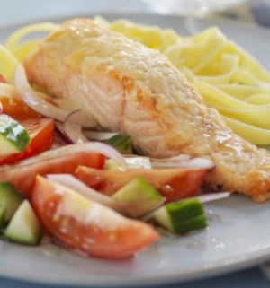 Prøv også Ovnsbakt laks med parmesanlokk og tomatsalat.