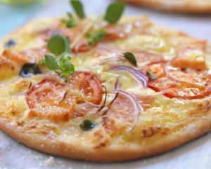 Prøv også Pizza med røykt ørret og tomat.