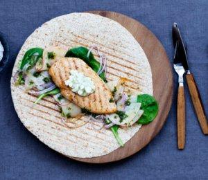 Prøv også Kyllingwrap med spinat og rødløksalsa.