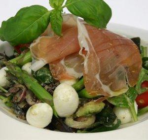 Prøv også Salat med mozzarellakuler og skinke.