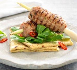 Prøv også Grillet svinekjøtt på spyd med asiatiske pannekaker.