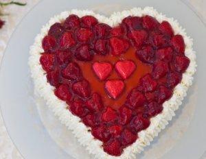 Try also Hjertekake til valentine eller morsdag.