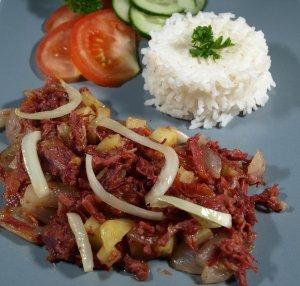 Les mer om Filipino Corned Beef Hash over Rice hos oss.
