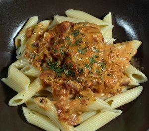Dagens oppskrift er Pasta med tomat-fl�te saus.