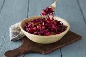 Prøv også Rødkålsalat med rosiner og epler.