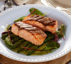 Prøv også Stekt ørret med asparges og kjørvelsaus.