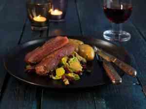 Pr�v ogs� Reinsdyrbiff med varm rosenk�l- og olivensalat.