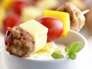 Prøv også Spyd med kyllingkjøttboller og kesamdipp.