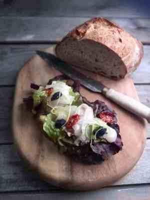 Prøv også Smørbrød med sitrusgravet kveite og sennepsvinaigrette.
