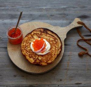 Prøv også Blinis med kaviar, rømme og rødløk.