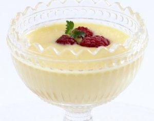 Prøv også Hvit sjokoladekrem og bringebær i glass.