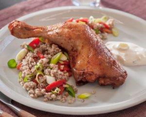 Prøv også Kyllinglår med byggris og grillet paprika.