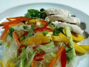 Prøv også Kokoskylling salat med glass nudler.